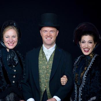 FourChristmas in Dickens kostuums